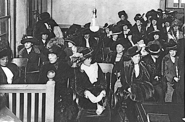 A group of women trying to register for jury duty in Portland, Oregon in 1912. Gardiner P. Bissel, Oregon Journal / Wikimedia Commons.