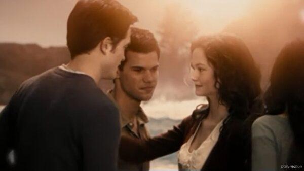 Grown up Renesmee and Jacob