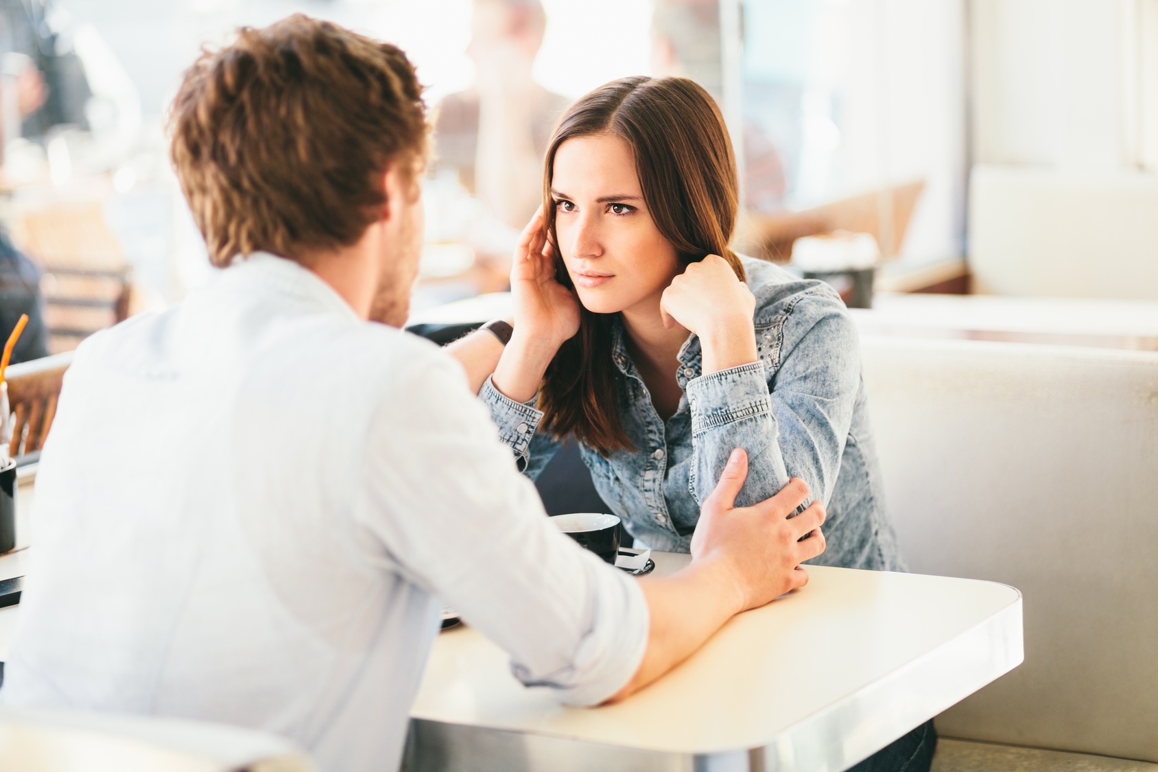 17 Questions to Ask on a First Date